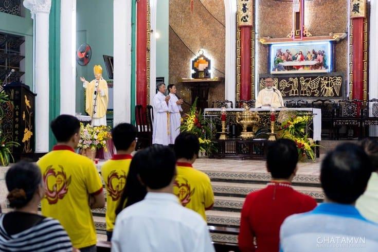 Cha Tam Church praying