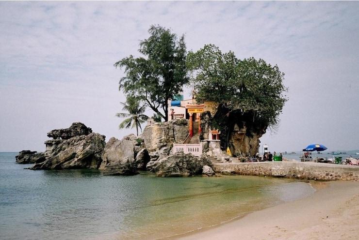 Dinh Cau temple