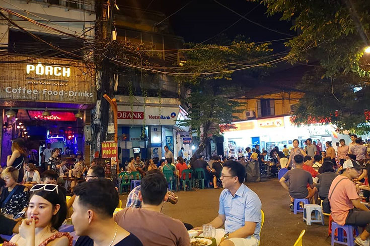 Have beer at Ta Hien street