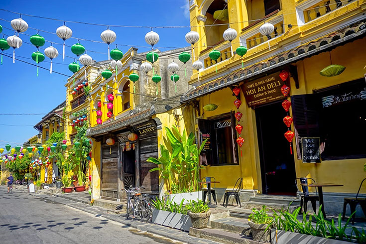 Hoi An shops and restaurants