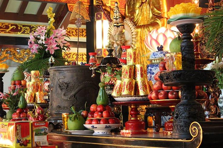 How Do Vietnamese People Worship Their Ancestors