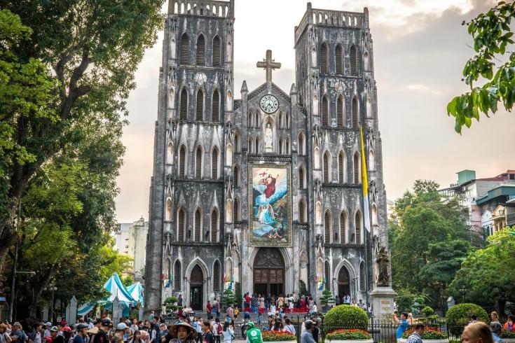 St Josephs Cathedral near Hoan Kiem Lake