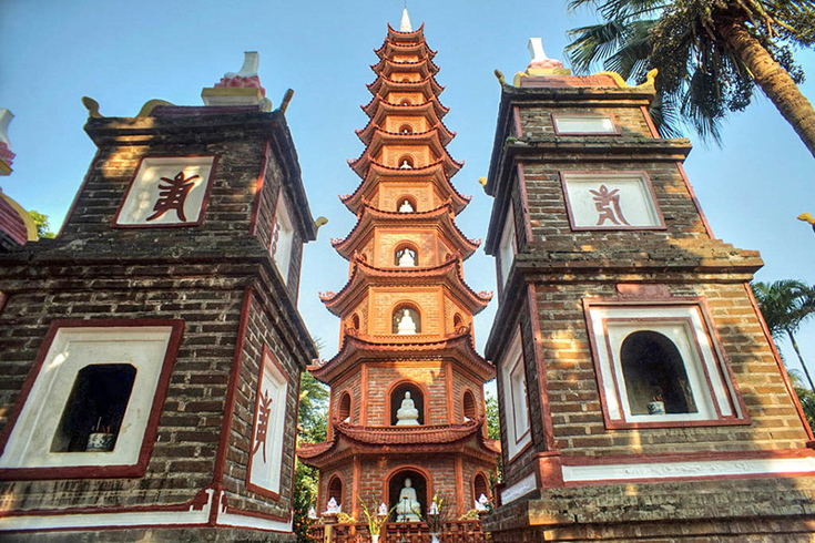 Tran Quoc Pagoda - things to see around West Lake