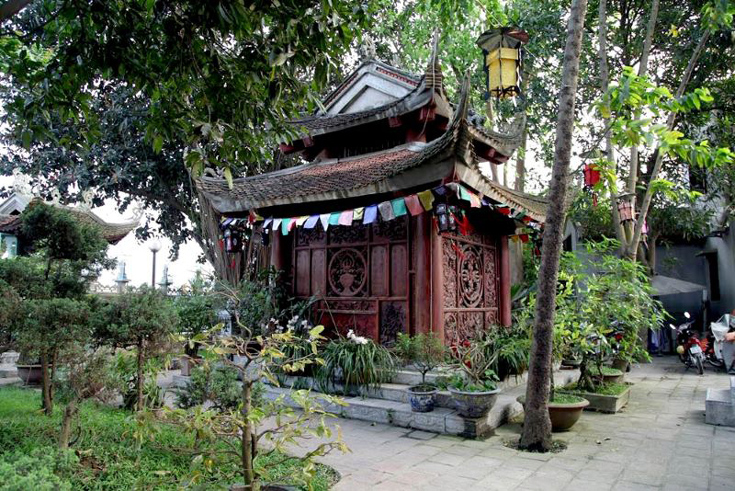 Van Nien pagoda - things to see around West Lake