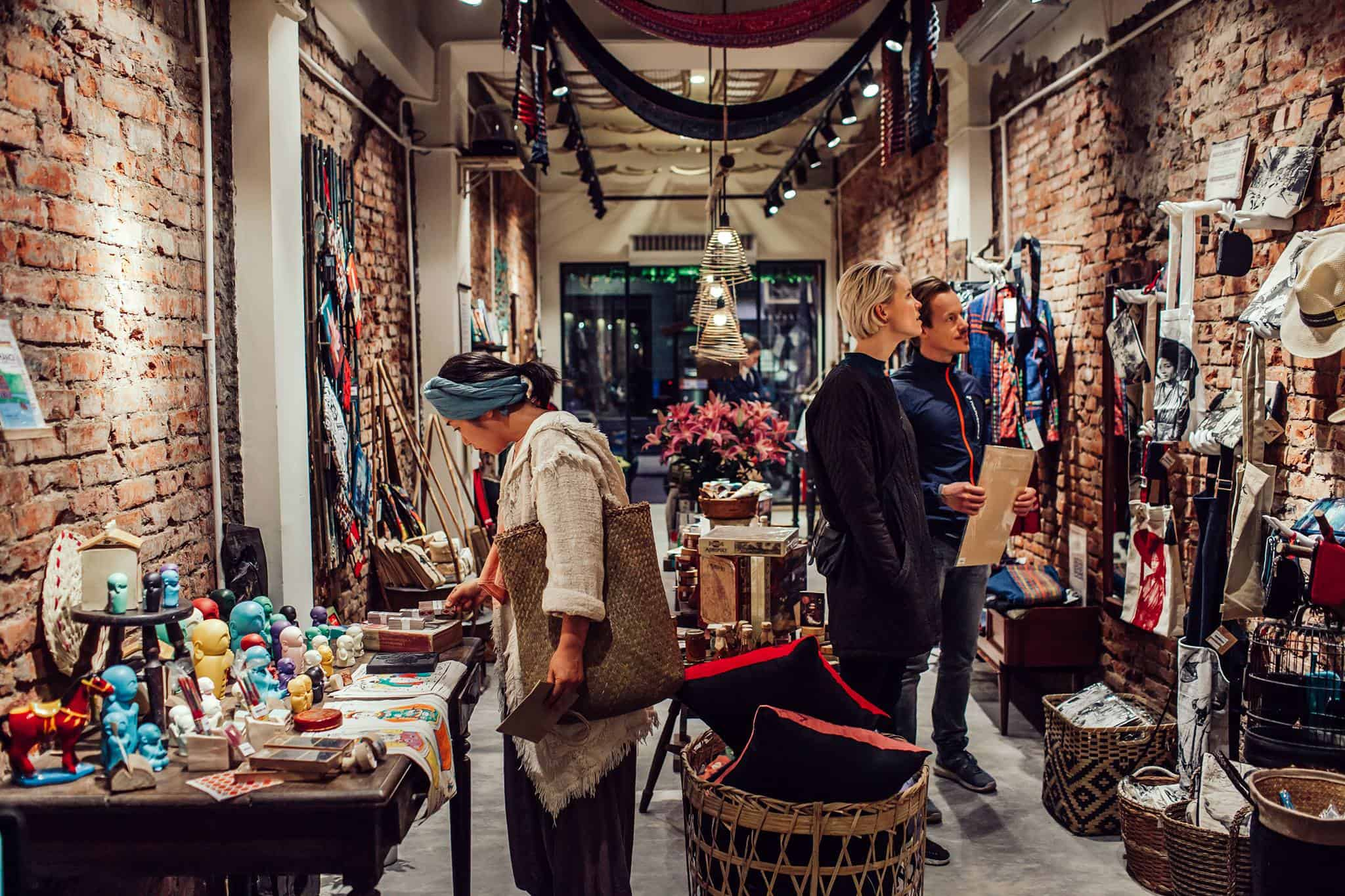 shopping in Hai Ba Trung Hanoi
