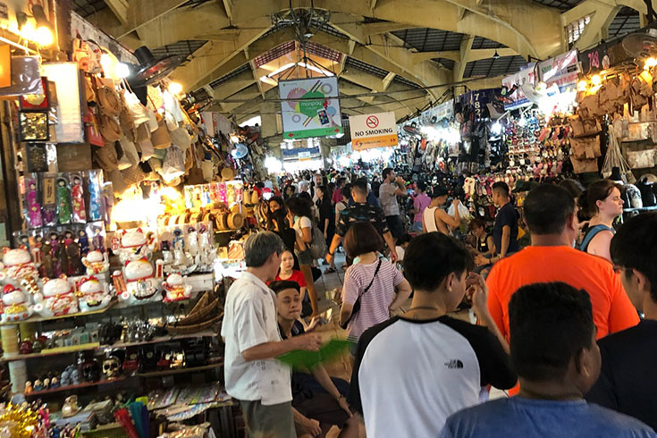 The bustle of Ben Thanh market