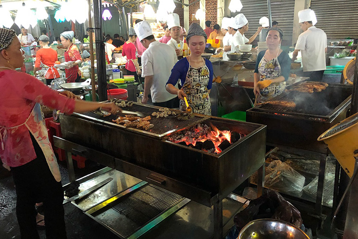 Ben Thanh street food local market