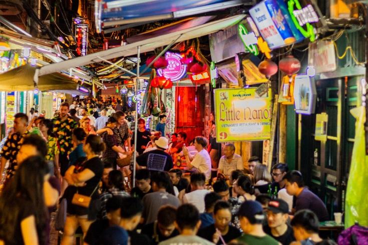 Bia Hoi Ta Hien activities