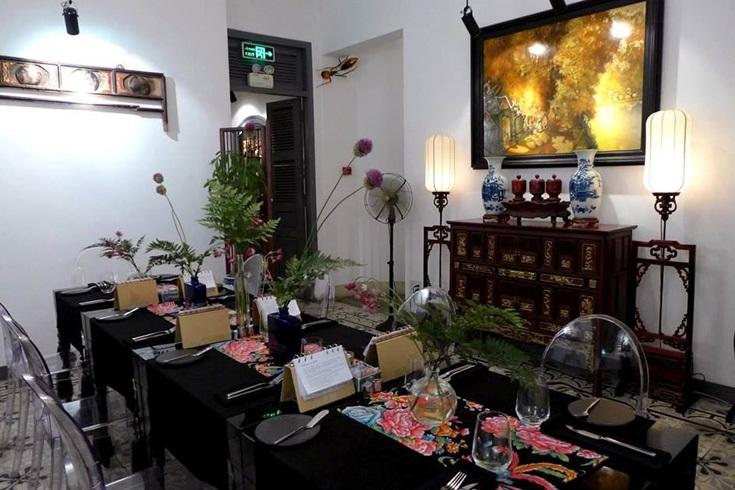 Blanc restaurant decoration