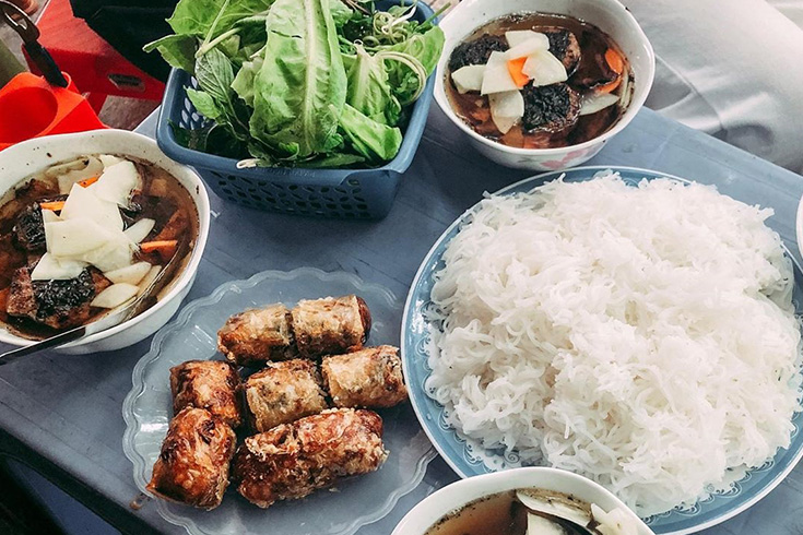 Enjoy Hanoi street food with a free local guide