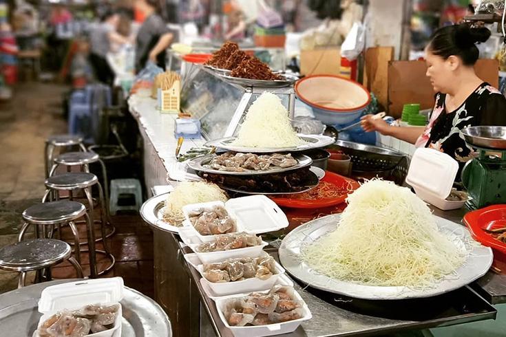 Food everywhere in Hom market