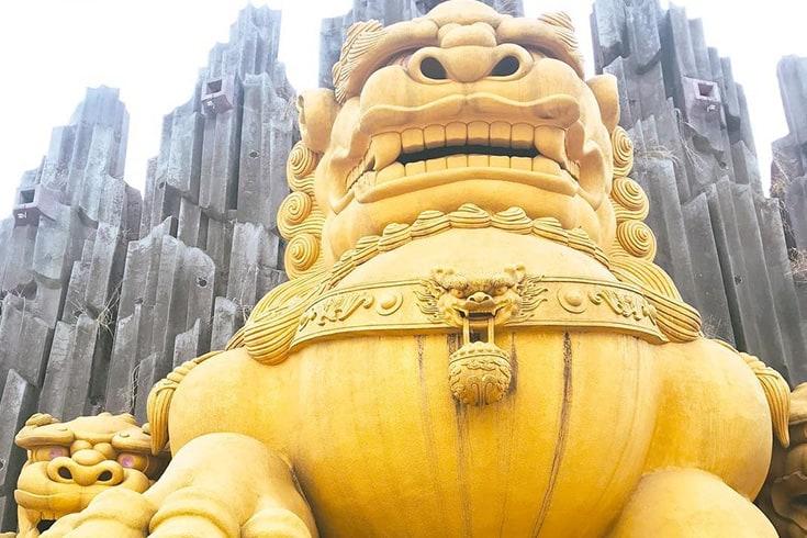 Giant statue in Dai Nam Van Hien