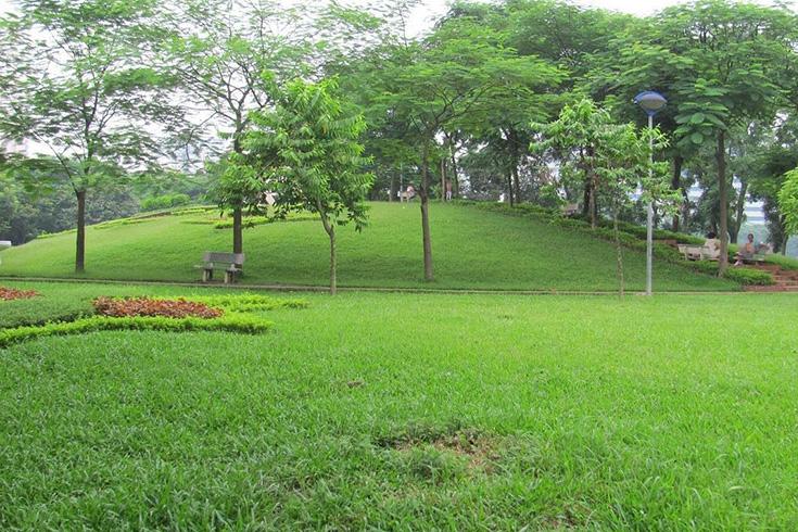 Inside Cau Giay park