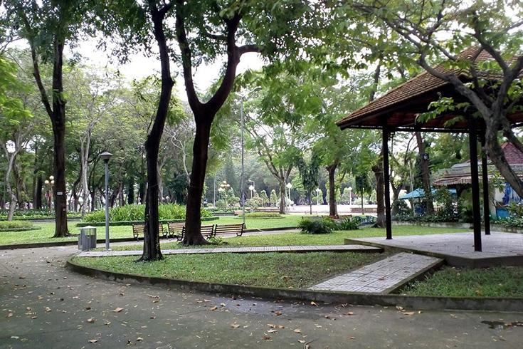 Inside Le Van Tam park