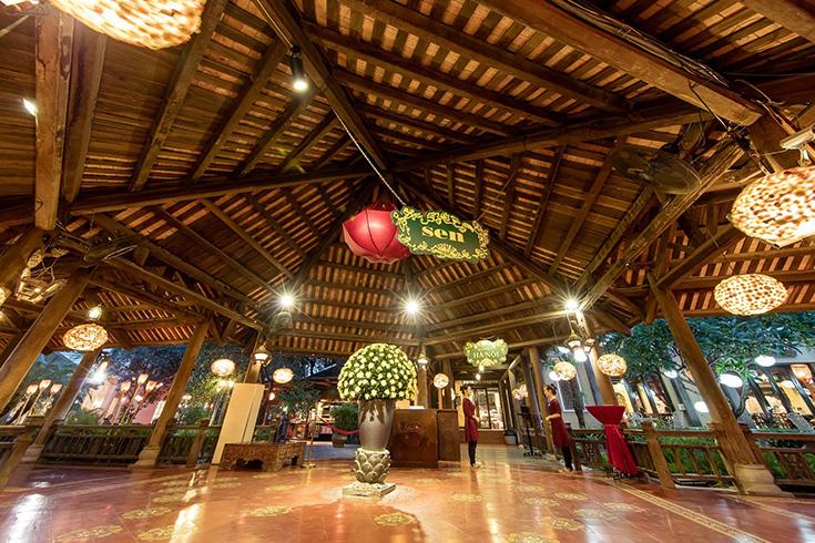 Inside West Lake Lotus restaurant