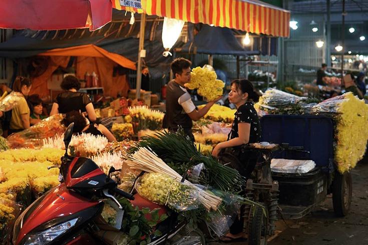 Live in Quang Ba Flower market