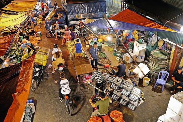 5. Long Bien Wholesale Market