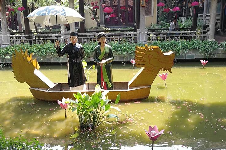 Lotus pond in Sen Tay Ho restaurant