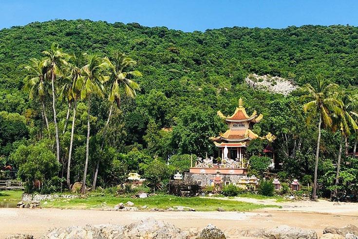 Pagoda at Cu Lao Cham