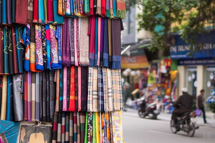 Silk at Hang Gai street