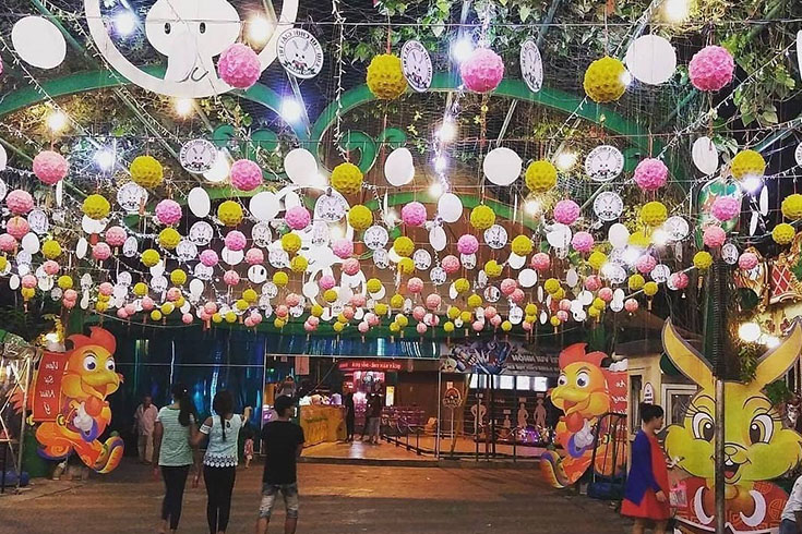 Entertaining Area in Le  Thi Rieng park