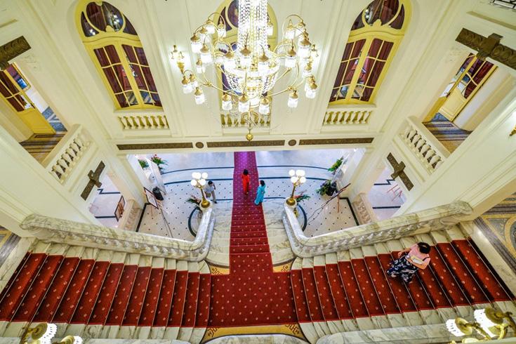 Wander around Hanoi Opera House
