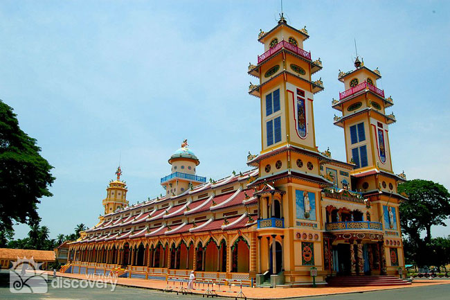 Day trip to Cu Chi Tunnels and Cao Dai Temple
