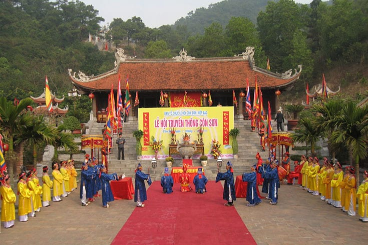 Ceremonies in Kiep Bac temple festival