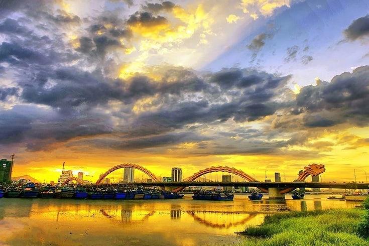 Contemplate the Dragon Bridge