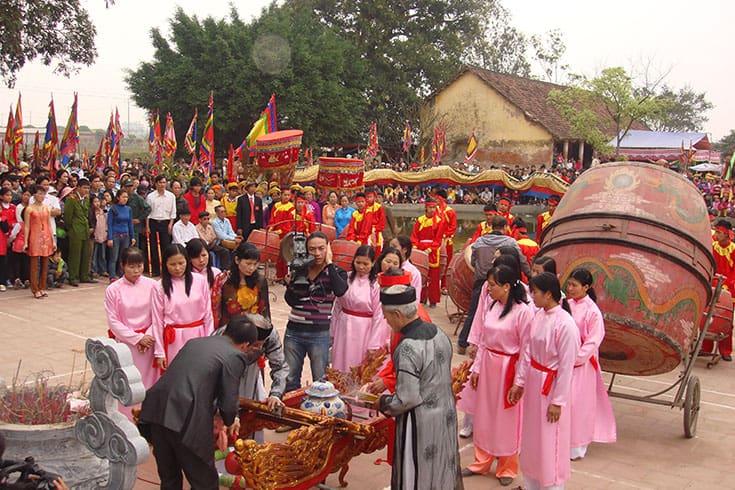 Highlights of Saint Chu Dong Tu Festival