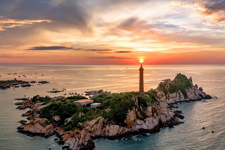 Lighthouse at Ke Ga Cape
