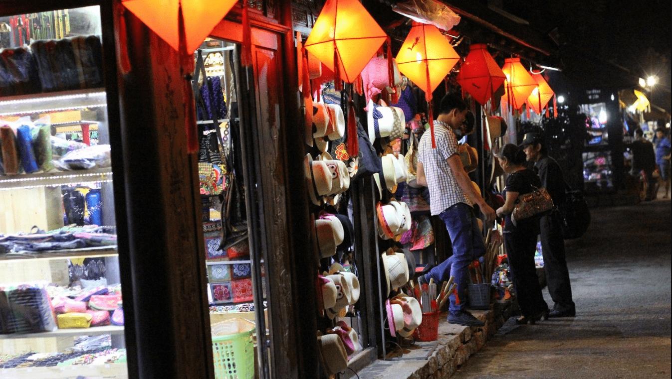 Nguyen Dinh chieu walking street in Hue