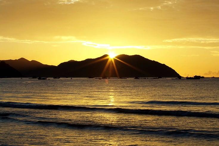 Sunrise at Dai Lanh beach