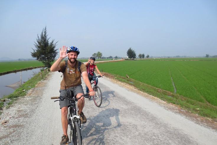 Cycling Tour to Bat Trang Village – Dong Ho Village and But Thap Pagoda