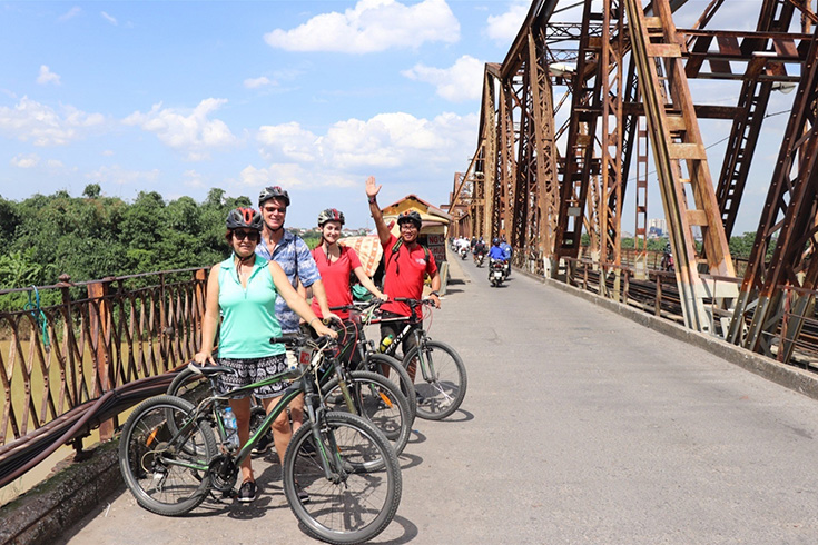 Cycling day tour to Bat Trang Pottery and Thanh Tri Villages