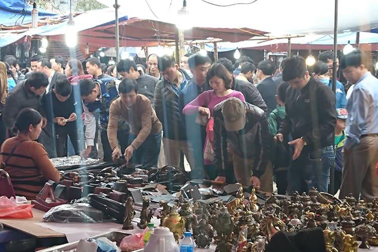 shops inside Vieng market festival