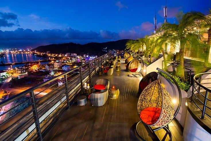 Bai Chay Seaside Bars