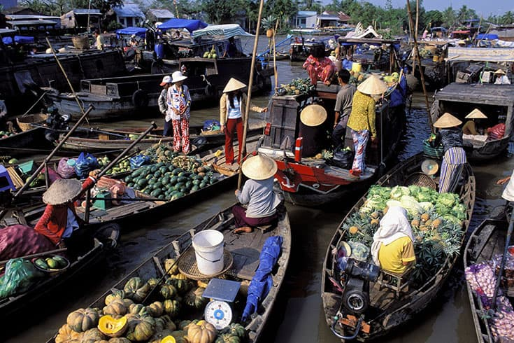 Cai Rang floating market - popular floating markets in Mekong Delta