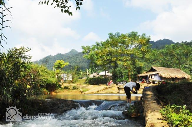 Trekking in Ngoc Son Ngo Luong Nature Reserve