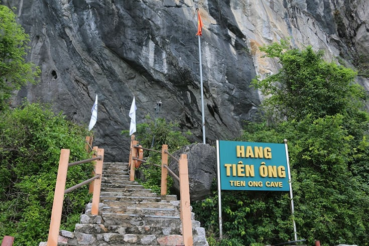 Tien Ong cave in Halong Bay