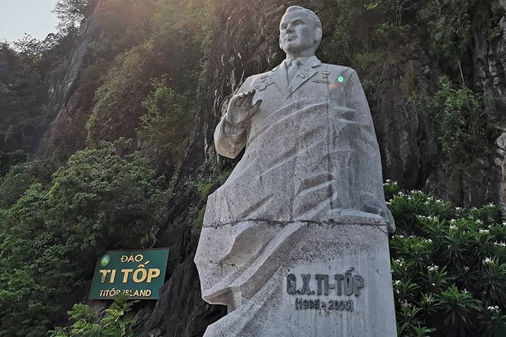 Statue of TiTov hero
