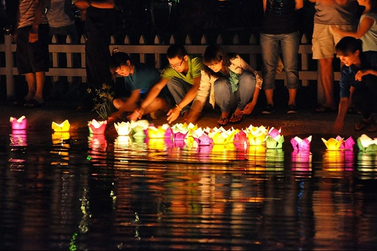Cruise Along Hoai River and Float Coloured Lantern