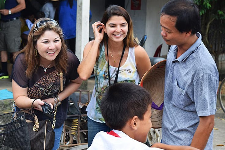 Smile in communicating with Vietnamese people
