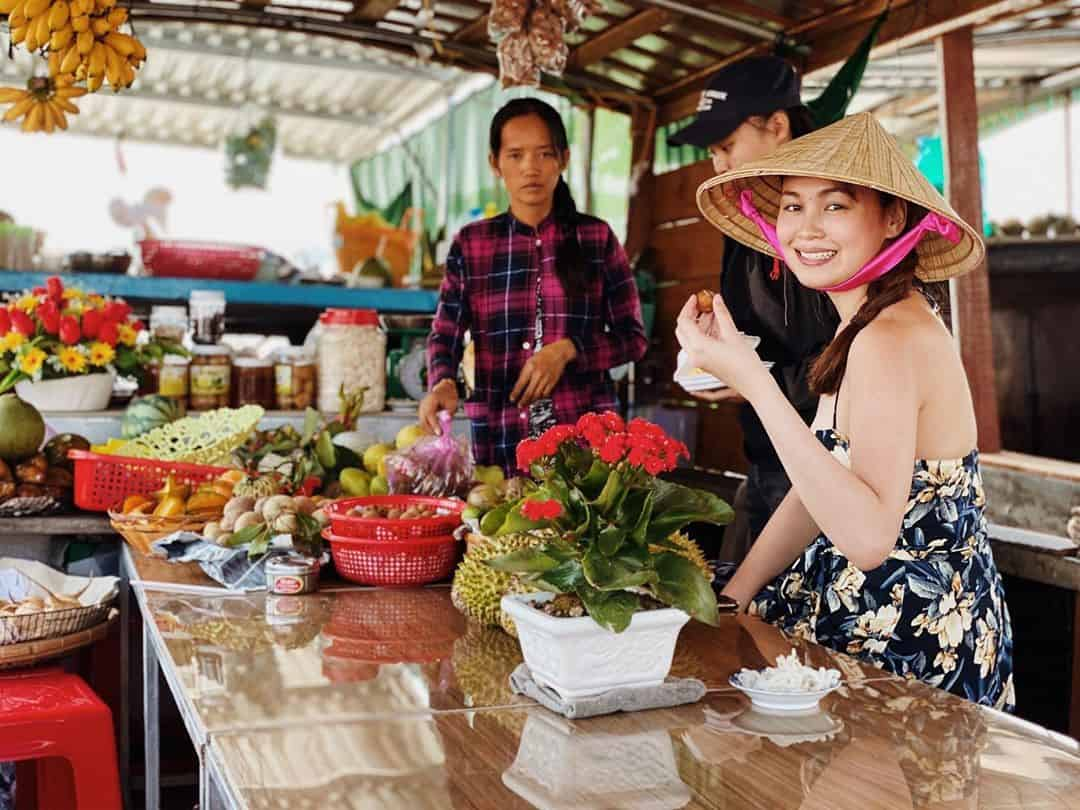 A traveler experience in Cai Be floating market