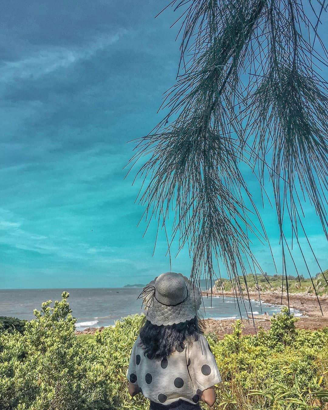 Admiring beautiful beaches in Quan Lan island