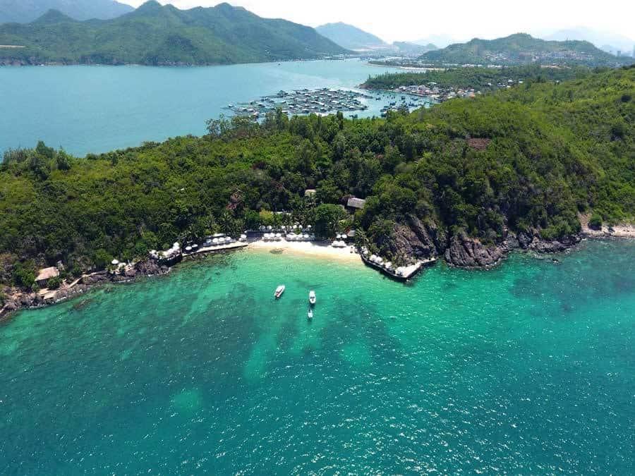 Best time to visit Hon Tre island Nha Trang