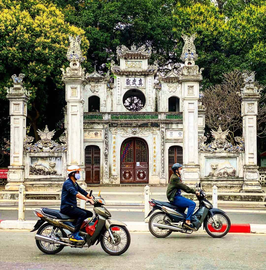 In front of Quan Thanh temple - architecture of Quan Thanh
