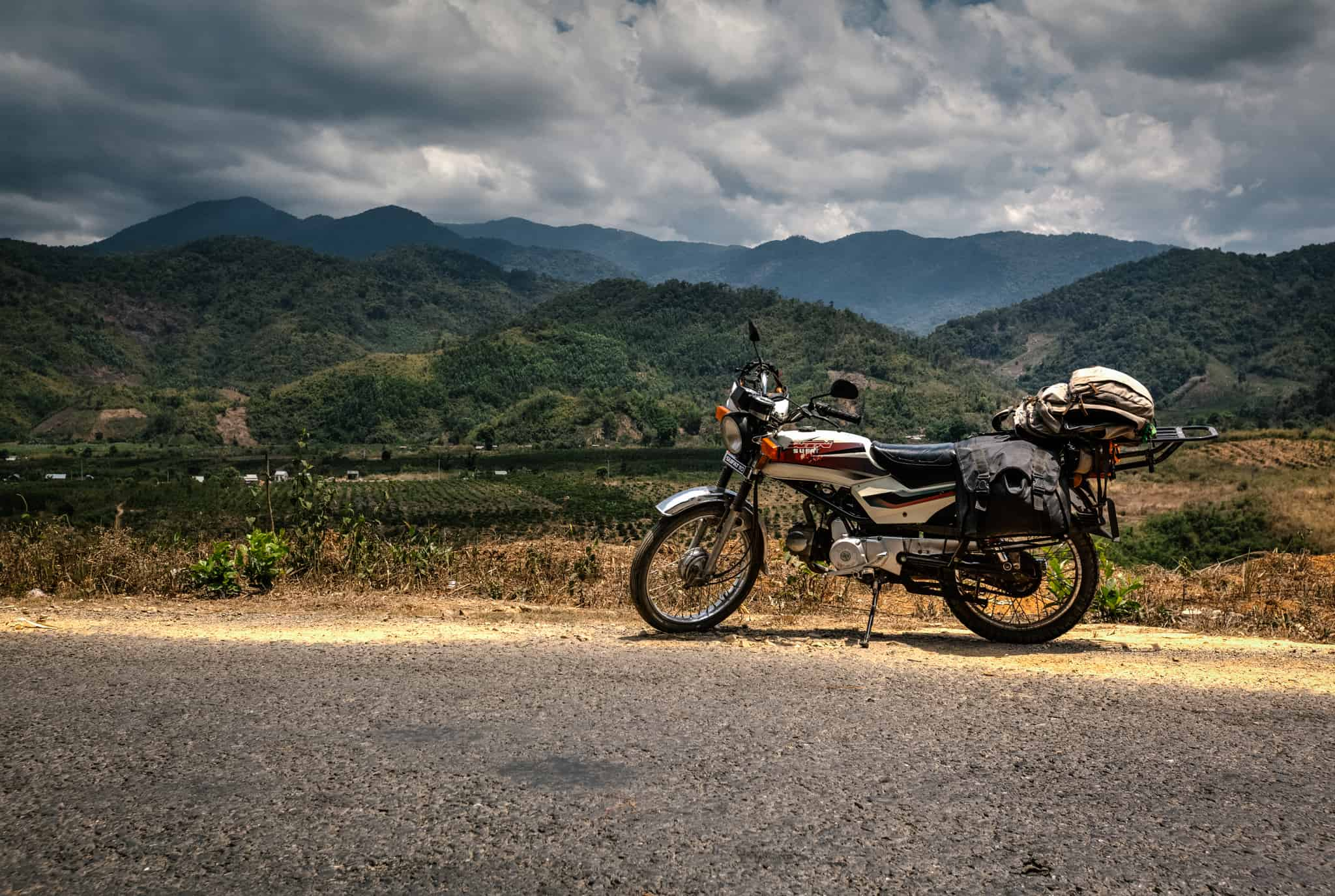 Travel from Hanoi to Halong Bay by motorbike
