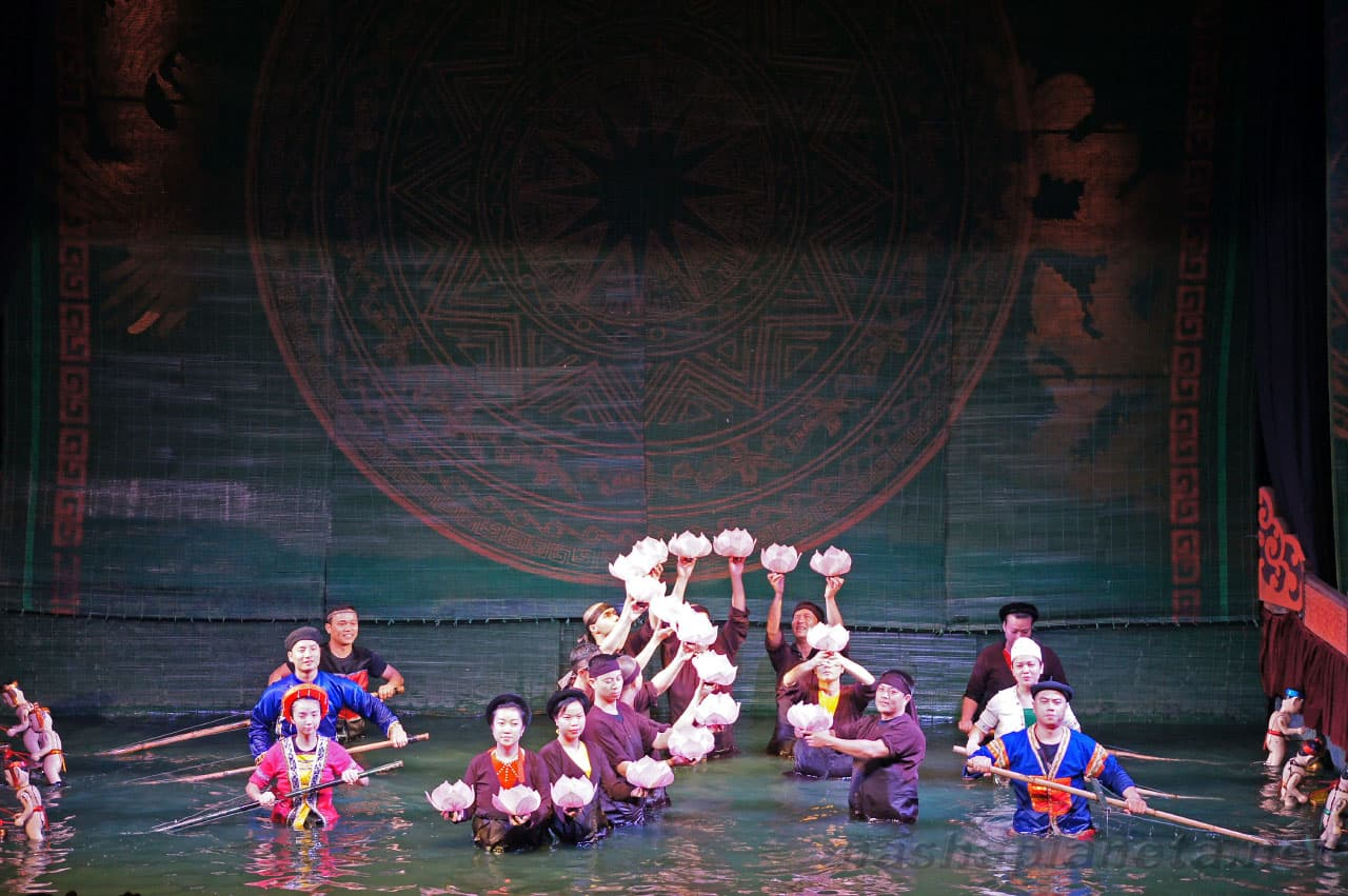 Watch performance in Thang Long water puppet theater during 2 days in hanoi