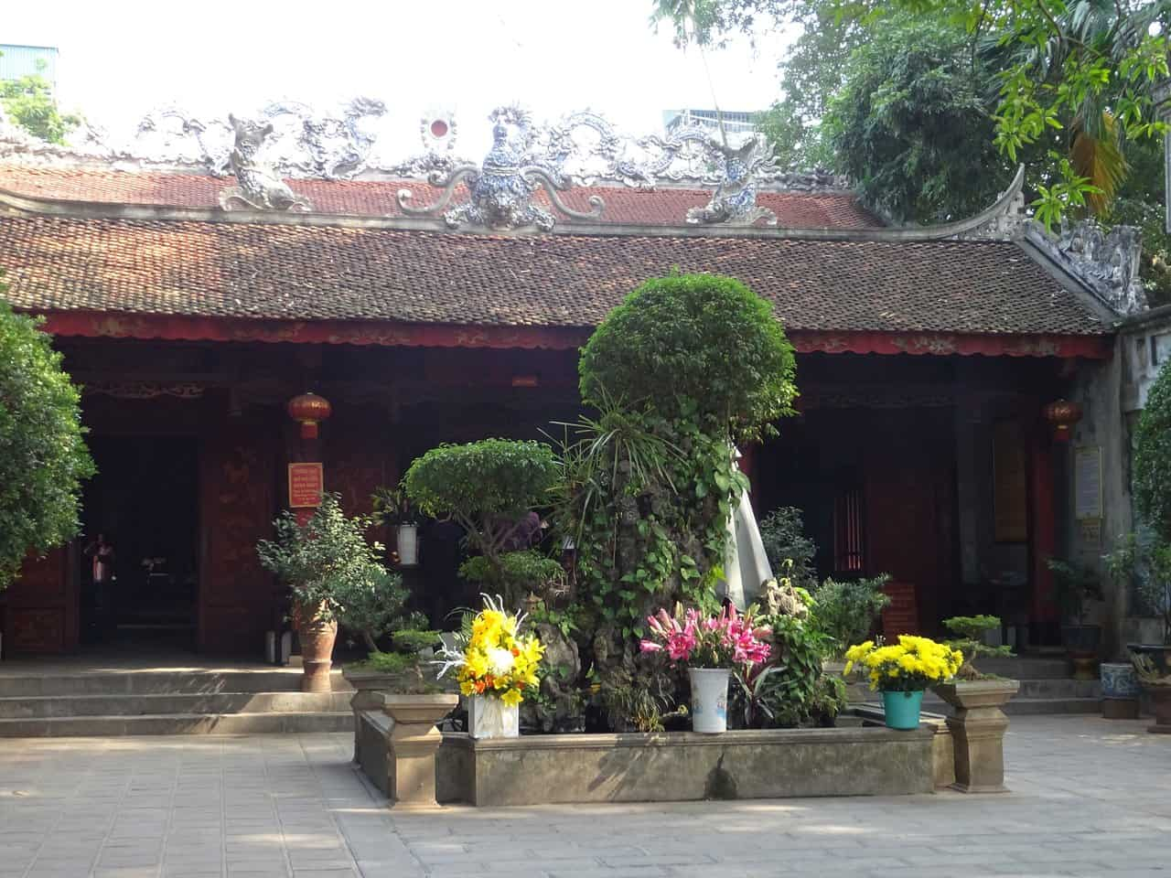 What to see and do at Quan Thanh temple